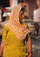 Indien, Rajasthan, Jaipur, Frau in Sari