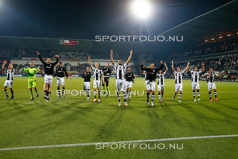Nederland, Almelo, 29 augustus 2015<br /> Eredivisie<br /> Seizoen 2015-2016<br /> Heracles Almelo-FC Twente<br /> Spelers van Heracles Almelo vieren feest in het Polman Stadion na afloop van de wedstrijd