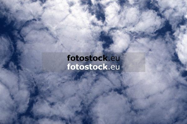 white clouds against blue sky<br /> <br /> nubes blancos y cielo azul<br /> <br /> weiße Wolken vor blauem Himmel<br /> <br /> 3671 x 2436 px<br /> Original: 35 mm slide transparency