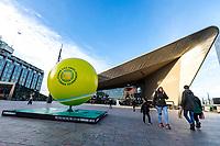 Rotterdam, Netherlands, 10 februari, 2018, Ahoy, Tennis, ABNAMROWTT, City dressing , Ball at Central Station<br /> Photo: Henk Koster/tennisimages.com