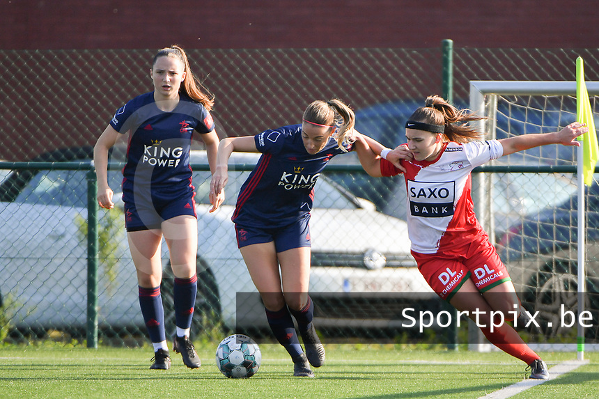 Liesa Capiau (15) of Zulte Waregem with Charlotte Cranshoff (18) of OH Leuven and Estee Cattoor (11) of OH Leuven  pictured during a female soccer game between SV Zulte - Waregem and Oud Heverlee Leuven on the sixth matchday of the 2021 - 2022 season of Belgian Scooore Womens Super League , saturday 9 of October 2021  in Zulte , Belgium . PHOTO SPORTPIX   DIRK VUYLSTEKE