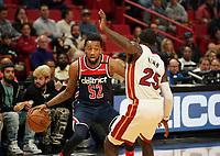 Jordan McRae (G, Washington Wizards, #52) gegen Kendrick Nunn (G Miami Heat, #25) - 22.01.2020: Miami Heat vs. Washington Wizards, American Airlines Arena