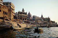 am Manikarnika= Verbrennungs Ghat des Ganges in Varanasi, Uttar Pradesh, Indien