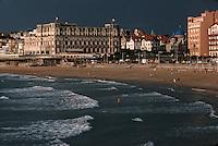 Europe/France/Aquitaine/64/Pyrénées-Atlantiques/Biarritz: La grande plage et l'hotel du Palais