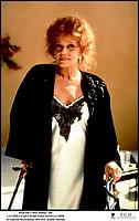 Prod DB © Blue Dahlia / DR<br /> LA VIEILLE QUI MARCHAIT DANS LA MER (LA VIEILLE QUI MARCHAIT DANS LA MER) de Laurent Heynemann 1991 FRA<br /> avec Jeanne Moreau<br /> d'apres le roman de Fre?de?ric Dard