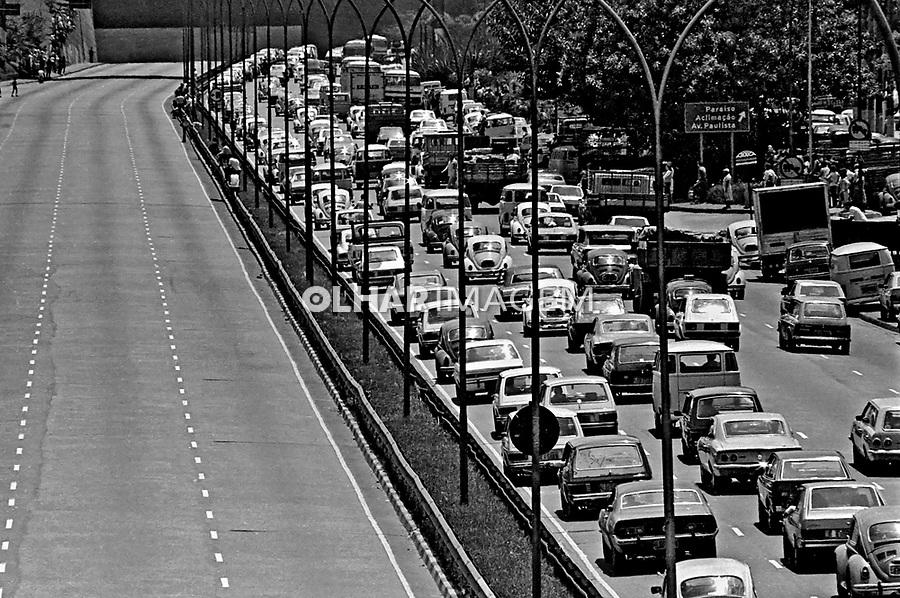 Enterro da cantora Elis Regina. Avenida 23 de Maio. São Paulo. 1982. Foto de Juca Martins.