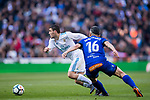 Mateo Kovacic (L) of Real Madrid competes for the ball with Daniel Alejandro Torres Rojas, D Torres, of Deportivo Alaves during the La Liga 2017-18 match between Real Madrid and Deportivo Alaves at Santiago Bernabeu Stadium on February 24 2018 in Madrid, Spain. Photo by Diego Souto / Power Sport Images