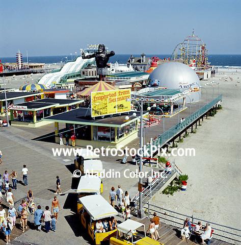 Moey Pier / Tram Car Boardwak ( Wildwood Nj)