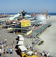 Moey Pier / Tram Car Boardwak ( Wildwood Nj)