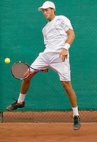 18-08-10, Tennis, Amstelveen, NTK, Nationale Tennis Kampioenschappen, Boy Westerhof slaat de bal tussen zijn benen terug