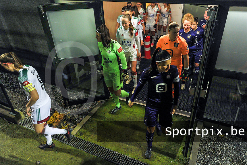 illustration picture players leaving the dressing room before a female soccer game between RSC Anderlecht Dames and Oud Heverlee Leuven on the 11 th matchday of the 2020 - 2021 season of Belgian Womens Super League , friday 22 nd of January 2021  in Tubize , Belgium . PHOTO SPORTPIX.BE | SPP | STIJN AUDOOREN