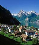 Schweiz, Kanton Uri, Sisikon: Blick ueber Sisikon und den Urnersee auf Uri Rotstock (2.928 m)   Switzerland, Canton Uri, Sisikon: view across Sisikon and Urner lake (part of Lake Lucerne) at Uri Rotstock mountain (2.928 m)