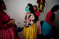 ".Aymara women known as ""Cholitas"" getting ready to wrestler on a Sunday afternoon.	Just 25 years ago it was a small group of houses around La Paz  airport, at an altitude of 12,000 feet. Now El Alto city  has  nearly one million people, surpassing even the capital of Bolivia, and it is the city of Latin America that grew faster .<br /> 	It is also a paradigmatic city of the tubles and traumas of the country. There got refugee thousands of miners that lost  their jobs in 90 ´s after the privatization and closure of many mines. The peasants expelled by the lack of land or low prices for their production. Also many who did not want to live in regions where coca  growers and the Army  faced with violence.<br /> 	In short, anyone who did not have anything at all and was looking for a place to survive ended up in El Alto.<br /> 	Today is an amazing city. Not only for its size. Also by showing how its inhabitants,the poorest of the poor in one of the poorest countries in Latin America, managed to get into society, to get some economic development, to replace their firs  cardboard houses with  new ones made with bricks ,  to trace its streets,  to raise their clubs, churches and schools for their children."