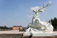 Europe/Allemagne/Bade-Würrtemberg/ env d'Heidelberg /Schwetzingen: le Château et son jardin - Statue de cerf évoquant la chasse