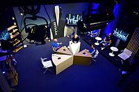 SCHAATSEN: SCHAATS TV  GEWEST FRYSLÂN, uitzending 27-11-2020, aan de tafel Henk Hospes, presentator Sytse Prins, Marrit Fledderius, achtergrond Hoofdtrainers/coaches Peter Kolder en Dave Versteeg, ©foto Martin de Jong