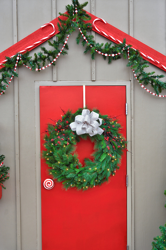 Christmas decoration-door with wreath. Al's Nursery. Sherwood. Oregon