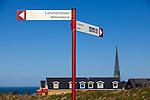 Europa, DEU, Deutschland, Schleswig-Holstein, Deutsche Bucht, Helgoland, Insel Helgoland, Oberland, Evangelisch-lutherische St.-Nicolai-Kirche, Wohnhaus, Wegweiser zum Lummenfelsen, Kategorien und Themen, Architektur, Architektonisch, Architekturfoto, Architekturfotografie, Gebaeude, Bauwerk, Tourismus, Touristik, Touristisch, Touristisches, Urlaub, Reisen, Reisen, Ferien, Urlaubsreise, Freizeit, Reise, Reiseziele, Ferienziele<br /> <br /> [Fuer die Nutzung gelten die jeweils gueltigen Allgemeinen Liefer-und Geschaeftsbedingungen. Nutzung nur gegen Verwendungsmeldung und Nachweis. Download der AGB unter http://www.image-box.com oder werden auf Anfrage zugesendet. Freigabe ist vorher erforderlich. Jede Nutzung des Fotos ist honorarpflichtig gemaess derzeit gueltiger MFM Liste - Kontakt, Uwe Schmid-Fotografie, Duisburg, Tel. (+49).2065.677997, archiv@image-box.com, www.image-box.com]