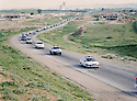 Iraq 2003 <br /> Convoy of cars from Duhok to Mosul on april 23rd few days after the fall of Baghdad <br /> Irak 2003 <br /> Convoi de voitures de Dohok a Mosoul le 23 avril quelques jours apres la chute de Baghdad