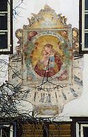 Europe/Autriche/Tyrol/Mutters: Détail maison - Cadran solaire de la vierge à l'enfant