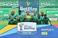 PALMIRA - COLOMBIA, 25-11-2020: Jugadoras del Cali posan para una foto previo al partido por los cuartos de final ida como parte de la Liga Femenina BetPlay DIMAYOR 2020 entre Deportivo Cali y Millonarios FC jugado en el estadio Deportivo Cali de la ciudad de Palmira. / Players of Cali pose to a photo prior match for the quarterfinal first leg as part of Women's BetPlay DIMAYOR League 2020 between Deportivo Cali and Millonarios FC played at Deportivo Cali stadium in Palmira city. Photos: VizzorImage / Nelson Rios / Cont.