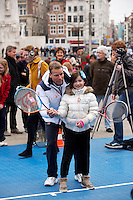 05-04-12, Netherlands, Amsterdam, Tennis, Daviscup, Netherlands-Rumania, Draw, Straattennis op de Dam