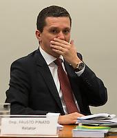 BRASILIA, DF, 19.11.2015 - ÉTICA-REUNIÃO- Relator Fausto Pinato durante Sessão do Conselho de Ética da Câmara, em desfavor do presidente da Câmara, deputado Eduardo Cunha, nesta quinta-feira, 19..(Foto:Ed Ferreira / Brazil Photo Press)