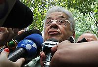 ATENÇÃO EDITOR: FOTO EMBARGADA PARA VEICULO INTERNACIONAL - SÃO PAULO, SP, 28 OUTUBRO 2012 - ELEIÇÕES SÃO PAULO 2012  -  O ex Presidente Fernando Henrique Cardoso votando por volta do meio dia para o segundo turno da eleição no colégio Sion no bairro de  Higienópolis, na zona central da cidade de São Paulo, nesse domingo 28. (FOTO: LEVY RIBEIRO / BRAZIL PHOTO PRESS)