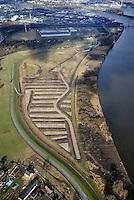 Kreetsand: EUROPA, DEUTSCHLAND, HAMBURG 02.02.2013:  Das IBA-Projekt Kreetsand, ein Pilotprojekt im Rahmen des Tideelbe-Konzeptes der Hamburg Port Authority (HPA), soll auf der Ostseite der Elbinsel Wilhelmsburg zusaetzlichen Flutraum für die Elbe schaffen. Das Tidevolumen wird durch diese strombauliche Massnahme vergroessert und der Tidehub reduziert. Gleichzeitig ergeben sich neue Moeglichkeiten für eine integrative Planung und Umsetzung verschiedenster Interessen und Belange aus Hochwasserschutz, Hafennutzung, Wasserwirtschaft, Naturschutz und Naherholung. Das Projekt Kreetsand wird vor diesem Hintergrund auch einen Teil des IBA-Projekts Deichpark-Elbinsel darstellen. Bei dem Projekt werden diese Aspekte für die gesamte Elbinsel analysiert und vorteilhafte Maßnahmen und Strategien fuer die Kombination der verschiedenen Anforderungen entwickelt.