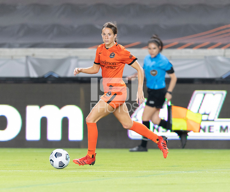 HOUSTON, TX - SEPTEMBER 10: Shea Groom #6 of the Houston Dash looks to pass the ball during a game between Chicago Red Stars and Houston Dash at BBVA Stadium on September 10, 2021 in Houston, Texas.