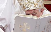 Papa Benedetto XVI celebra la messa per la solennita' dell'Epifania nella Basilica di San Pietro, Citta' del Vaticano, 6 gennaio 2013..Pope Benedict XVI celebrates the Epiphany Mass in St. Peter's Basilica at the Vatican, 6 January 2013..UPDATE IMAGES PRESS/Riccardo De Luca