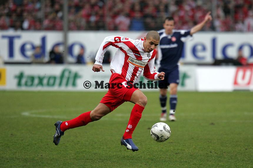 Mohamed Zidan (1. FSV Mainz 05) beim Alleingang +++ Marc Schueler +++ 1. FSV Mainz 05 vs. 1. FC Nuernberg, 24.02.2007, Stadion am Bruchweg Mainz +++ Bild ist honorarpflichtig. Marc Schueler, Kreissparkasse Grofl-Gerau, BLZ: 50852553, Kto.: 8047714