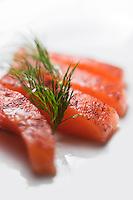 Europe/France/Rhône-Alpes/74/Haute-Savoie/Megève:  Hôtel-Restaurant: Les Fermes de Marie - Saumon taillé épais mariné demi-sel avec sa pointe crémée de raifort