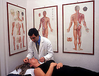 Agopuntura. Acupuncture....