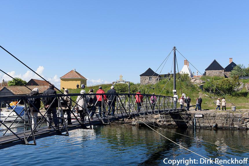 Brücke von 1912 von Christiansø nach Frederiksø, Ertholmene (Erbseninseln) bei Bornholm, Dänemark, Europa<br /> Bridge from 1912 from Christiansø to Frederiksø, Ertholmene, Isle of Bornholm Denmark
