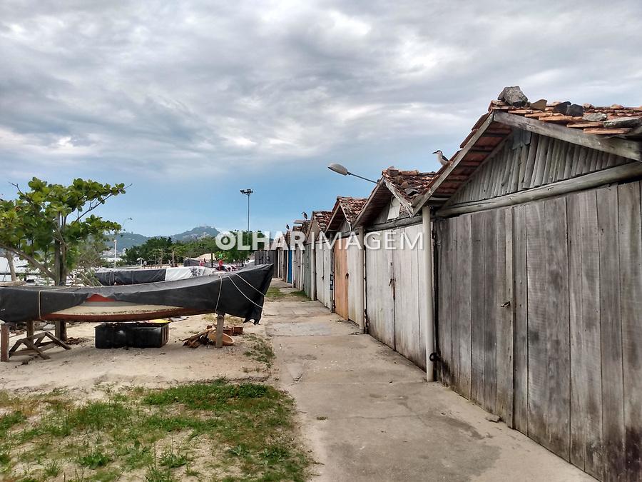 Reserva extrativista da Costeira do Pirajubaé. Rancho de pesca na praia da Costeira do Pirajubae. Florianopolis. Santa Catarina. 2019. Foto de Marcia Minillo.
