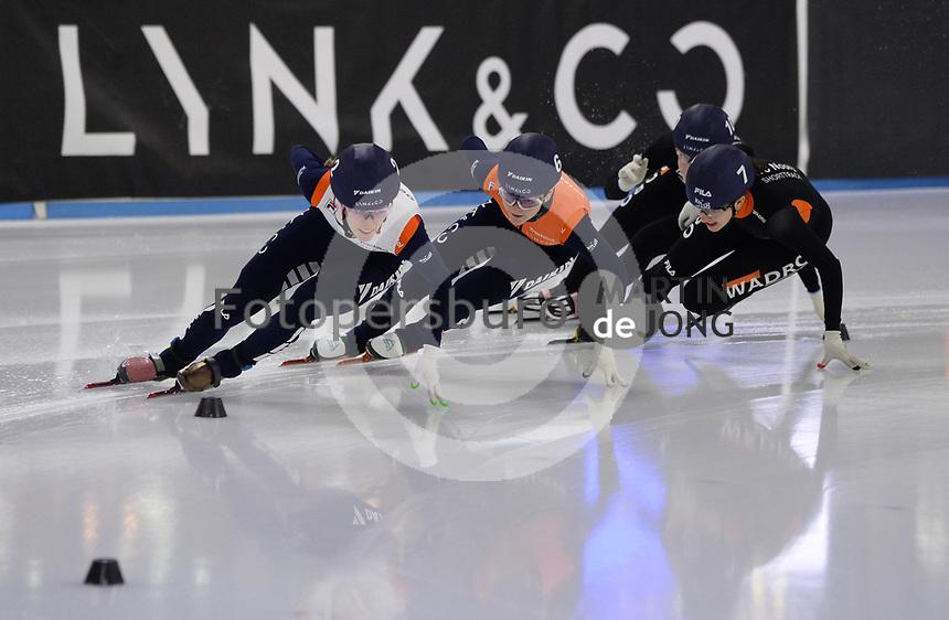 SCHAATSEN: HEERENVEEN: 12-12-2020, IJsstadion Thialf, Shorttrack, NK Shorttrack Afstanden, Rianne de Vries, Xandra Velzeboer, ©foto Martin de Jong