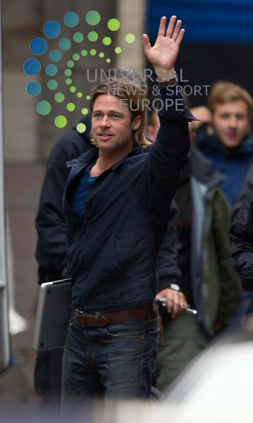 Brad Pitt waves to the croud on the set in Glasgow as the filming for his film World War Z gets underway in George Square, Scotland..Picture: Universal News And Sport (Scotland). 16 August 2011. www.unpixs.com..