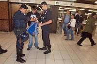 - Carabinieri execute security controls in the subway, search of an immigrant....- Carabinieri eseguono controlli di sicurezza nella metropolitana, perquisizione di un immigrato..