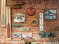 USA, Neuengland, Shop in Burlington, 05.09.2010<br /> <br /> Engl.: USA, New England, Burlington, shop, interior view, store, souvenirs, shopping, 05 September 2010
