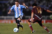 BUENOS AIRES, ARGENTINA, 22 MARÇO 2013 - COPA 2014 - ELIMINATORIAS SUL-AMERICANA - ARGENTINA X VENEZUELA - Montillo (E) jogador da Argentina durante partida contra a Venezuela em partida pela 11 rodada das eliminatórias sul-americana para a Copa do Mundo de 2014 no Estádio Monumental de Núñes em Buenos Aires capital da Argentina, na noite desta sexta-feira, 22. (FOTO: JUANI RONCORONI / BRAZIL PHOTO PRESS).