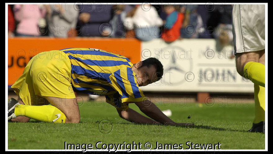 31/8/02       Collect Pic : James Stewart                     .File Name : stewart-falkirk v qots 13.DEREK ALLAN LOOKS BACK AT HIS GOAL KEEPER AFTER HEADING THE BALL INTO HIS OWN NET FOR FALKIRK'S SECOND GOAL....James Stewart Photo Agency, 19 Carronlea Drive, Falkirk. FK2 8DN      Vat Reg No. 607 6932 25.Office : +44 (0)1324 570906     .Mobile : + 44 (0)7721 416997.Fax     :  +44 (0)1324 570906.E-mail : jim@jspa.co.uk.If you require further information then contact Jim Stewart on any of the numbers above.........