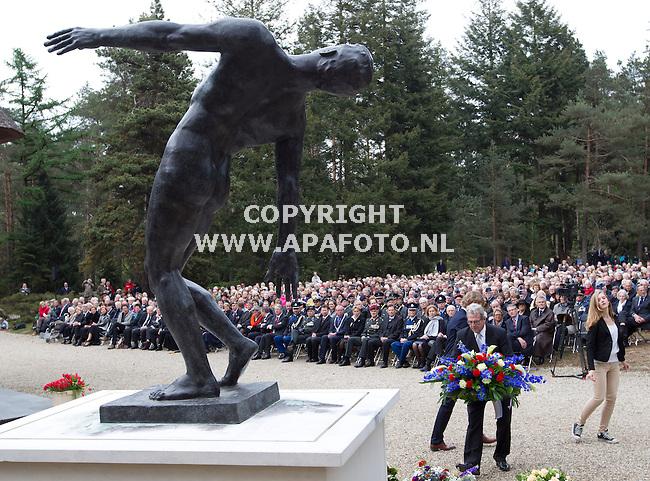 Loenen, 040512<br /> Dodenherdenking ereveld Loenen. Kranslegging bij het monument.<br /> Foto: Sjef Prins - APA Foto