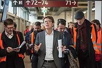 Der Vorsitzende der Geschaeftsführung der Flughafen Berlin Brandenburg GmbH, Prof. Dr.-Ing. Engelbert Luetke Daldrup (Bildmitte) stellte am Dienstag den 5. November 2019 der Presse das wiedereroeffnete Terminal 3a an Flughafen Berlin-Schoenefeld vor.<br /> 5.11.2019, Berlin<br /> Copyright: Christian-Ditsch.de<br /> [Inhaltsveraendernde Manipulation des Fotos nur nach ausdruecklicher Genehmigung des Fotografen. Vereinbarungen ueber Abtretung von Persoenlichkeitsrechten/Model Release der abgebildeten Person/Personen liegen nicht vor. NO MODEL RELEASE! Nur fuer Redaktionelle Zwecke. Don't publish without copyright Christian-Ditsch.de, Veroeffentlichung nur mit Fotografennennung, sowie gegen Honorar, MwSt. und Beleg. Konto: I N G - D i B a, IBAN DE58500105175400192269, BIC INGDDEFFXXX, Kontakt: post@christian-ditsch.de<br /> Bei der Bearbeitung der Dateiinformationen darf die Urheberkennzeichnung in den EXIF- und  IPTC-Daten nicht entfernt werden, diese sind in digitalen Medien nach §95c UrhG rechtlich geschuetzt. Der Urhebervermerk wird gemaess §13 UrhG verlangt.]