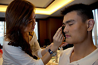 Yao Ming has his make-up applied by a styist before a photo shooting for ESQUIRE(China) Magazine in Beijing, China. September 4, 2006 (photo by Lou Linwei/Sinopix)