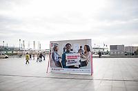 """Vorstellung der Kampagne """"Positiv zusammen leben"""" zum Welt-Aids-Tag am 1. Dezember 2017 in Berlin.<br /> Am Donnerstag den 26. Oktober 2017 stellten die Deutsche Aids-Hilfe, die Deutsche Aids-Stiftung, die Bundeszentrale fuer gesundheitliche Aufklaerung (BZgA) und das Bundesministeriums fuer Gesundheit in Berlin die diesjaehrige Informationskampagne zum Welt-AIDS-Tag am 1. Dezember 2017 vor. Unter dem Motto """"Positiv zusammen leben"""" werden im Bundesgebiet Plakate zum Thema aufgehaengt und ueber die Moeglichkeiten mit HIV zu leben informiert.<br /> 26.10.2017, Berlin<br /> Copyright: Christian-Ditsch.de<br /> [Inhaltsveraendernde Manipulation des Fotos nur nach ausdruecklicher Genehmigung des Fotografen. Vereinbarungen ueber Abtretung von Persoenlichkeitsrechten/Model Release der abgebildeten Person/Personen liegen nicht vor. NO MODEL RELEASE! Nur fuer Redaktionelle Zwecke. Don't publish without copyright Christian-Ditsch.de, Veroeffentlichung nur mit Fotografennennung, sowie gegen Honorar, MwSt. und Beleg. Konto: I N G - D i B a, IBAN DE58500105175400192269, BIC INGDDEFFXXX, Kontakt: post@christian-ditsch.de<br /> Bei der Bearbeitung der Dateiinformationen darf die Urheberkennzeichnung in den EXIF- und  IPTC-Daten nicht entfernt werden, diese sind in digitalen Medien nach §95c UrhG rechtlich geschuetzt. Der Urhebervermerk wird gemaess §13 UrhG verlangt.]"""