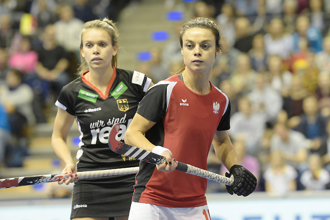 Berlin, Germany, February 10: During the FIH Indoor Hockey World Cup quarterfinal match between Germany (black) and Poland (red) on February 10, 2018 at Max-Schmeling-Halle in Berlin, Germany. Final score 3-1. (Photo by Dirk Markgraf / www.265-images.com) *** Local caption *** Anne SCHROEDER #8 of Germany, Marlena RYBACHA #16 of Poland