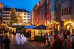 Oesterreich, Tirol, Innsbruck: Christkindlmarkt in der Altstadt vor dem Goldenen Dachl | Austria, Tyrol, Innsbruck: Christmas Market in front of the Golden Roof