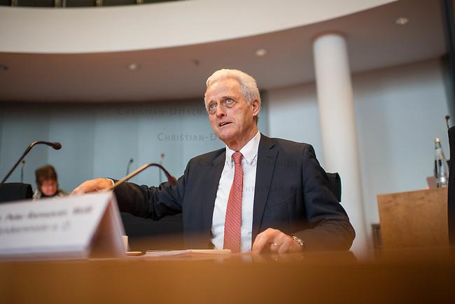 """8. Sitzung des Untersuchungsausschusses """"PKW-Maut"""" des Deutschen Bundestag am Donnerstag den 13. Februar 2020.<br /> Der Ausschuss wurde zur Aufklaerung der Mautvertraege zwischen dem Verkehrsministerium unter Leitung von Andreas Scheuer (CSU) und den Firmen Kapsch und CTS Eventim eingerichtet.<br /> Der Maut-Untersuchungsausschuss soll das Verhalten der Regierung und besonders des Verkehrsministers bei der Vorbereitung und der Vergabe der Betreibervertraege """"umfassend aufklaeren"""".<br /> Als Zeuge fuer die Sitzung war Bundesminister a.D. Dr. Peter Ramsauer (CSU) geladen (im Bild).<br /> 13.2.2020, Berlin<br /> Copyright: Christian-Ditsch.de<br /> [NUR FUER REDAKTIONELLE ZWECKE! Werbung nur auf Anfrage beim Fotografen. Inhaltsveraendernde Manipulation des Fotos nur nach ausdruecklicher Genehmigung des Fotografen. Vereinbarungen ueber Abtretung von Persoenlichkeitsrechten/Model Release der abgebildeten Person/Personen liegen nicht vor. NO MODEL RELEASE! Don't publish without copyright Christian-Ditsch.de, Veroeffentlichung nur mit Fotografennennung, sowie gegen Honorar, MwSt. und Beleg. Konto: I N G - D i B a, IBAN DE58500105175400192269, BIC INGDDEFFXXX, Kontakt: post@christian-ditsch.de<br /> Bei der Bearbeitung der Dateiinformationen darf die Urheberkennzeichnung in den EXIF- und  IPTC-Daten nicht entfernt werden, diese sind in digitalen Medien nach §95c UrhG rechtlich geschuetzt. Der Urhebervermerk wird gemaess §13 UrhG verlangt.]"""