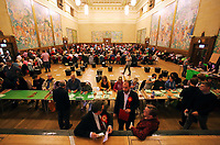 Pictured: The count is under way.  Friday 09 June 2017<br />
