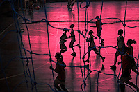 Jovens em ginastica en ginasio de esportes. Rio de Janeiro. 2009. Foto de Ricardo Funari.
